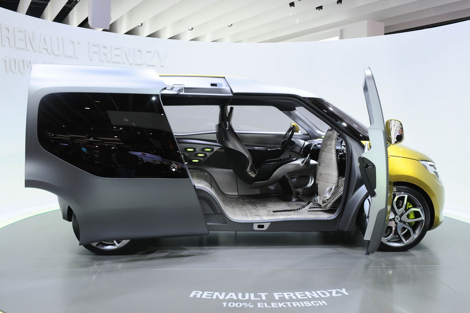 2017 Renault Frendzy Concept photo - 2