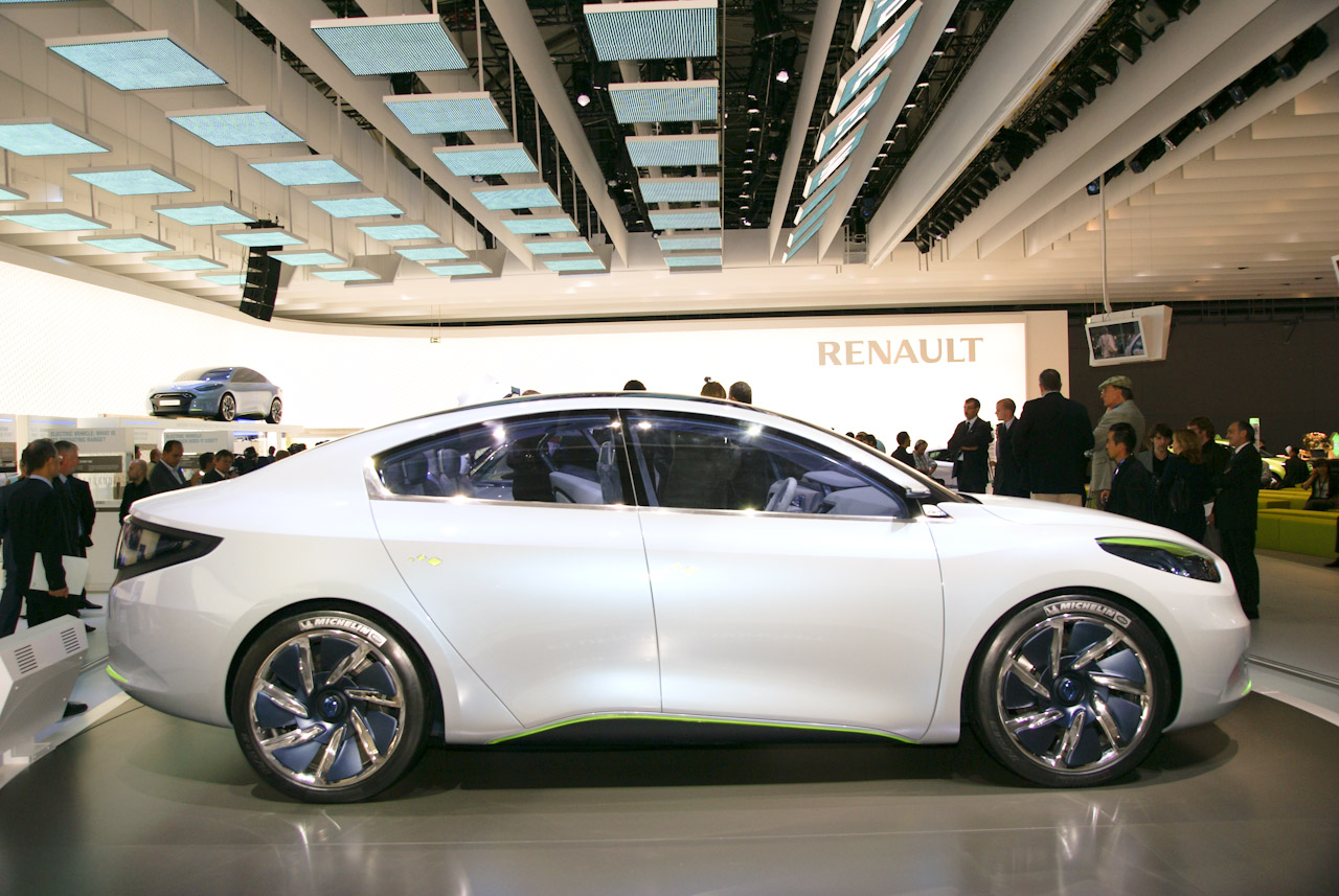 2017 Renault Initiale Concept photo - 4