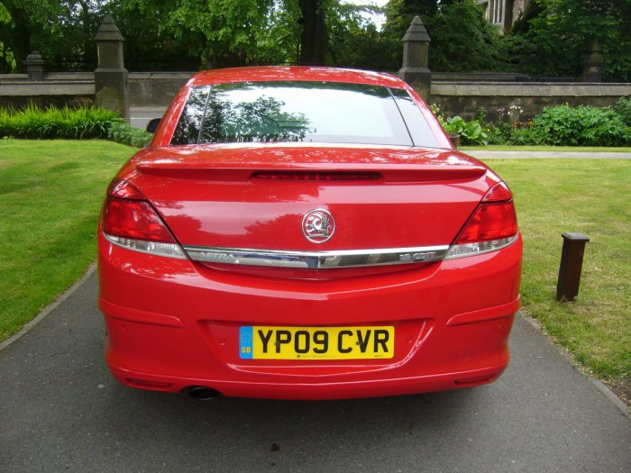 2017 Vauxhall Astra Convertible photo - 3