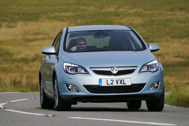 2017 Vauxhall Astra Coupe photo - 1