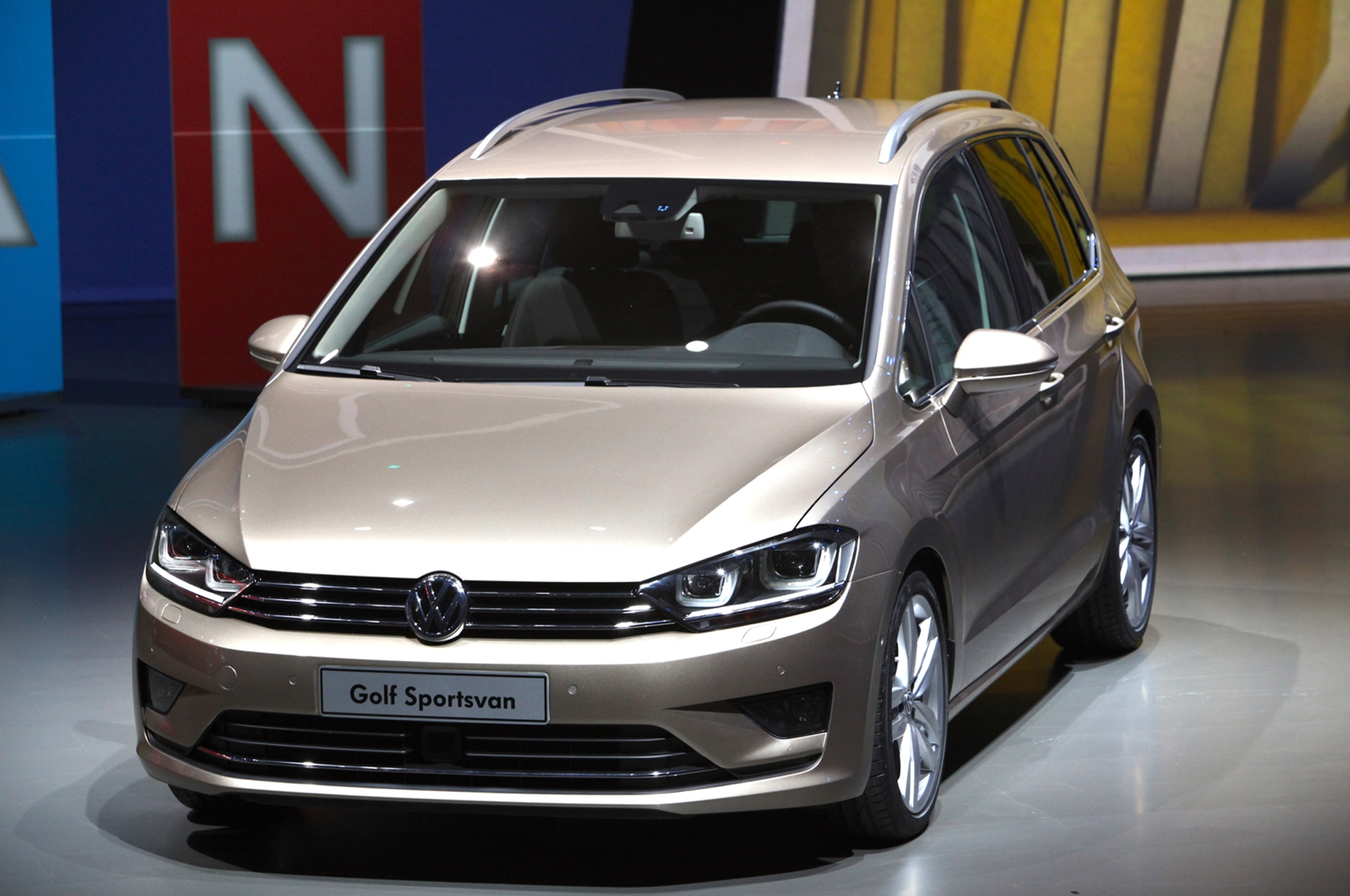 2017 Volkswagen Golf Sportsvan Concept | Car Photos ...