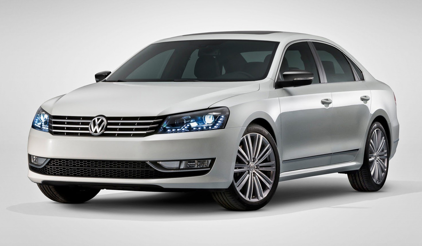 2017 Volkswagen Passat R36 photo - 1