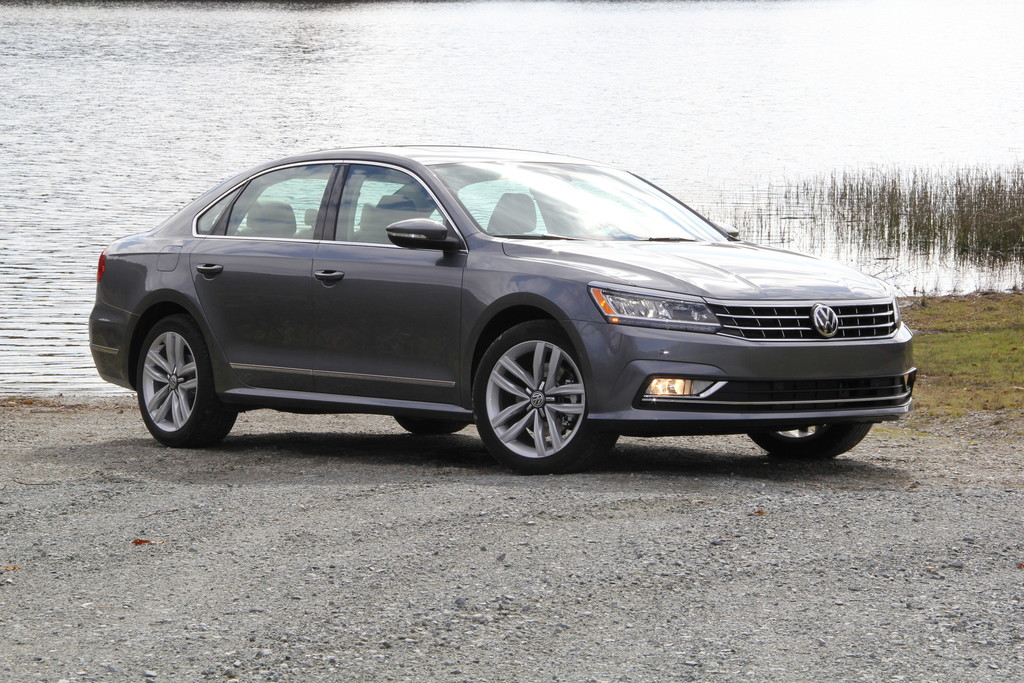 2017 Volkswagen Passat US Version photo - 3