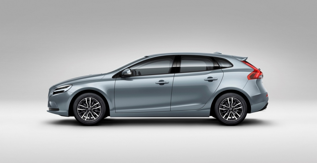 2017 Volvo V40 Cross Country photo - 1