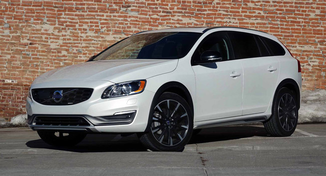 2017 Volvo V60 Cross Country photo - 3