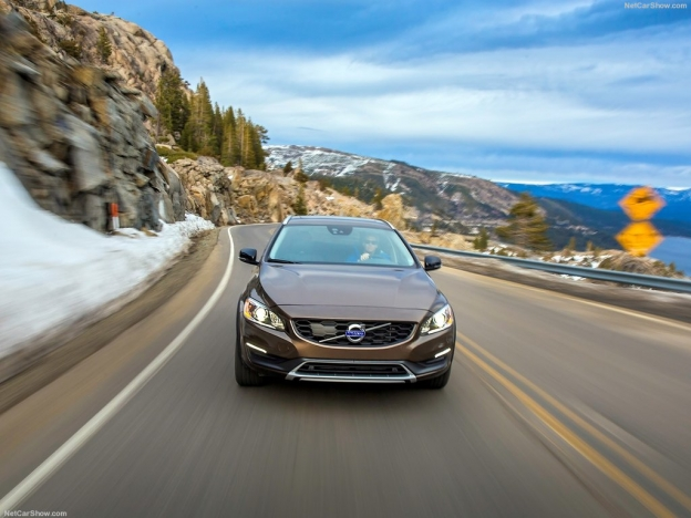 2017 Volvo V60 Cross Country photo - 4