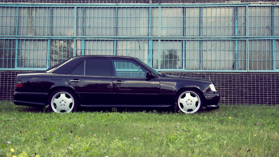 2017 Wald Mercedes Benz W124 E photo - 1