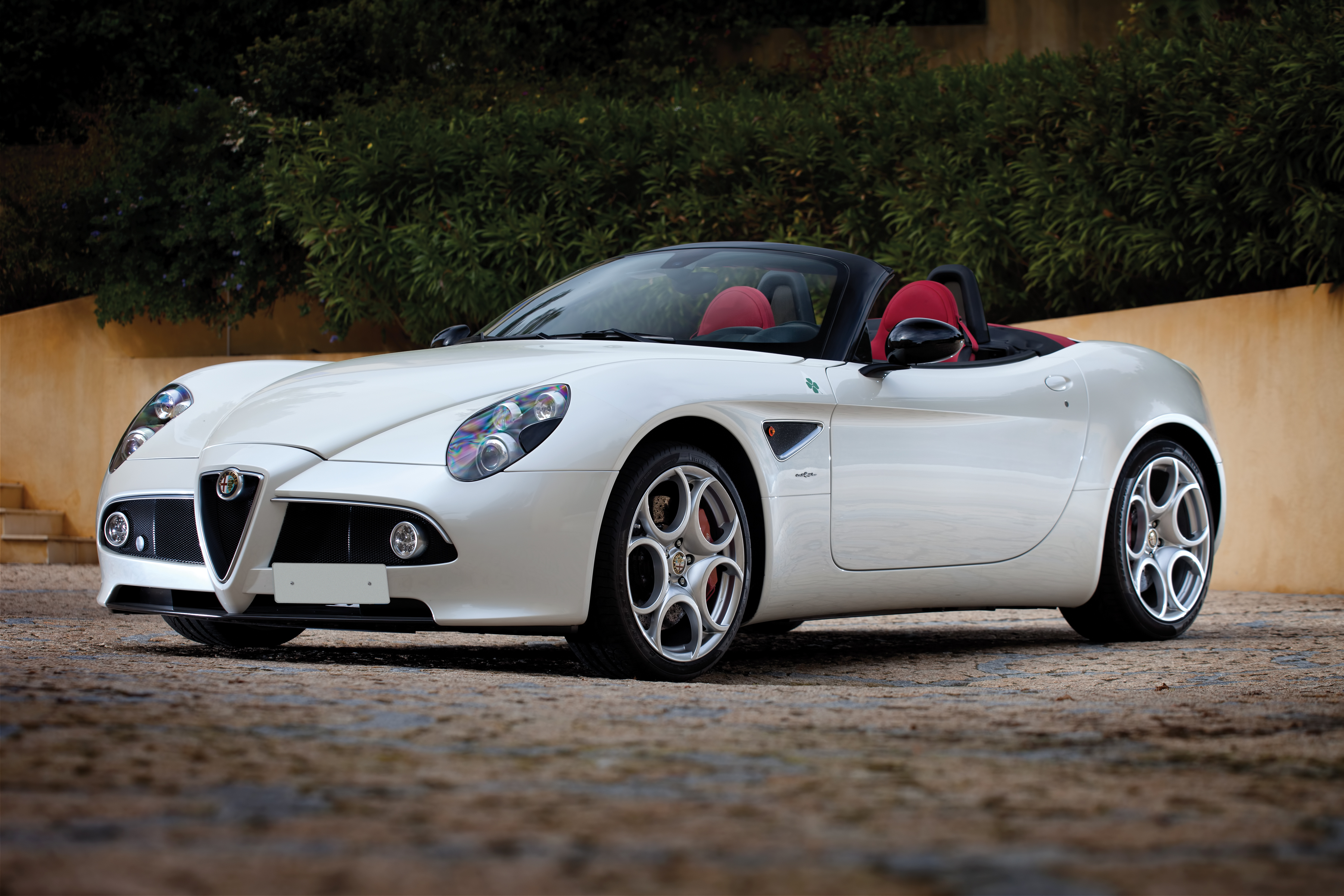 2018 Alfa Romeo 8C Spider photo - 1