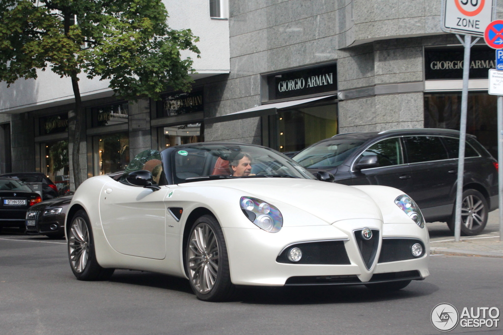 2018 Alfa Romeo 8C Spider photo - 4