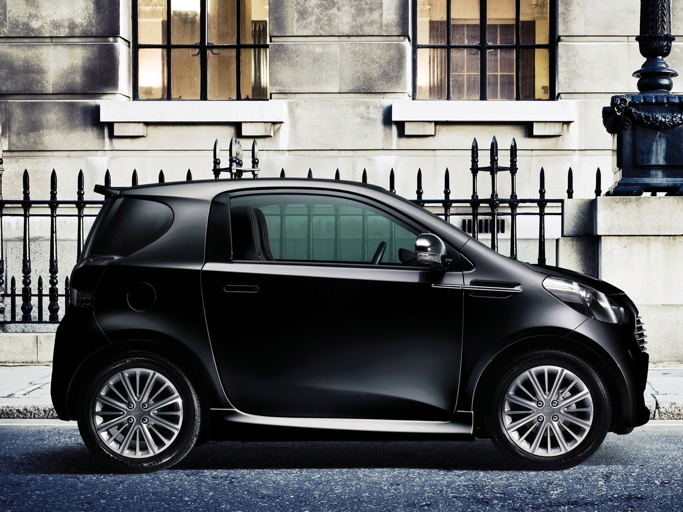 2018 Aston Martin Cygnet Concept photo - 3
