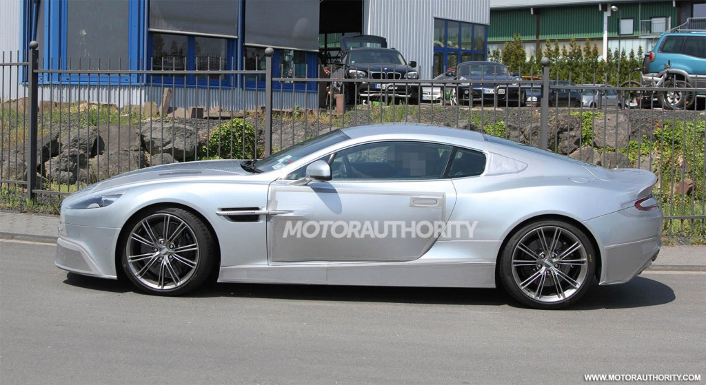 2018 Aston Martin DBS photo - 3