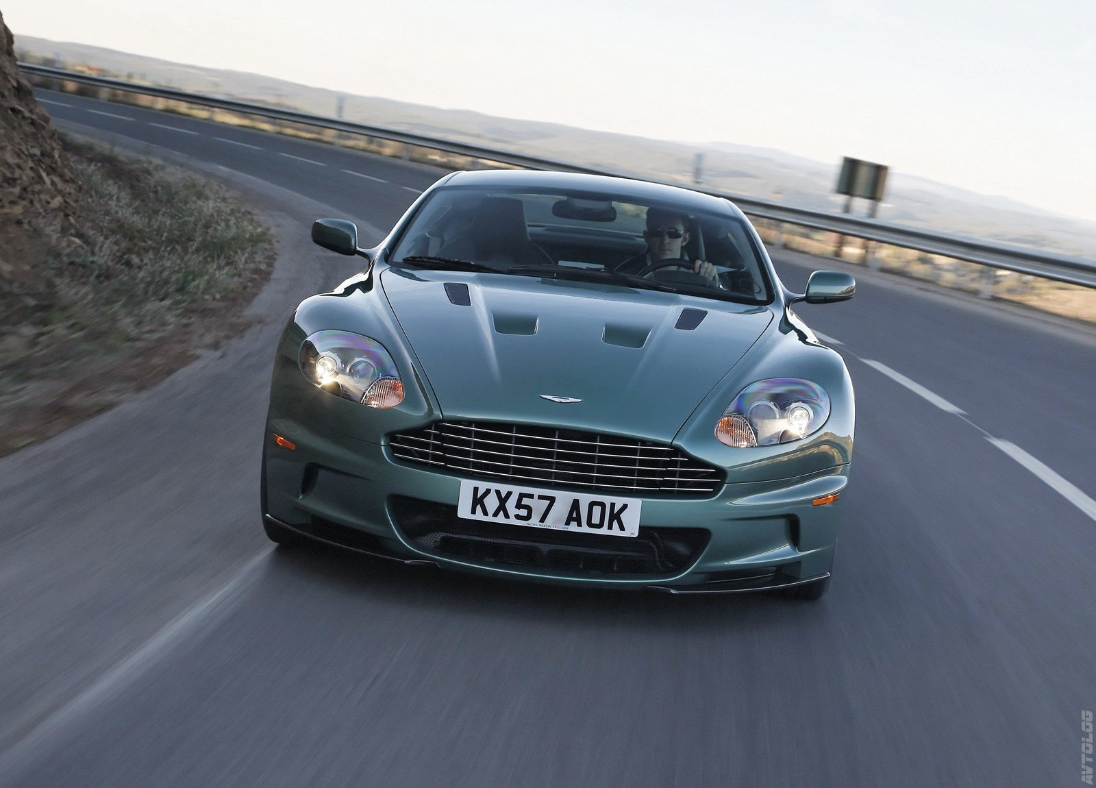 2018 Aston Martin DBS Racing Green photo - 1