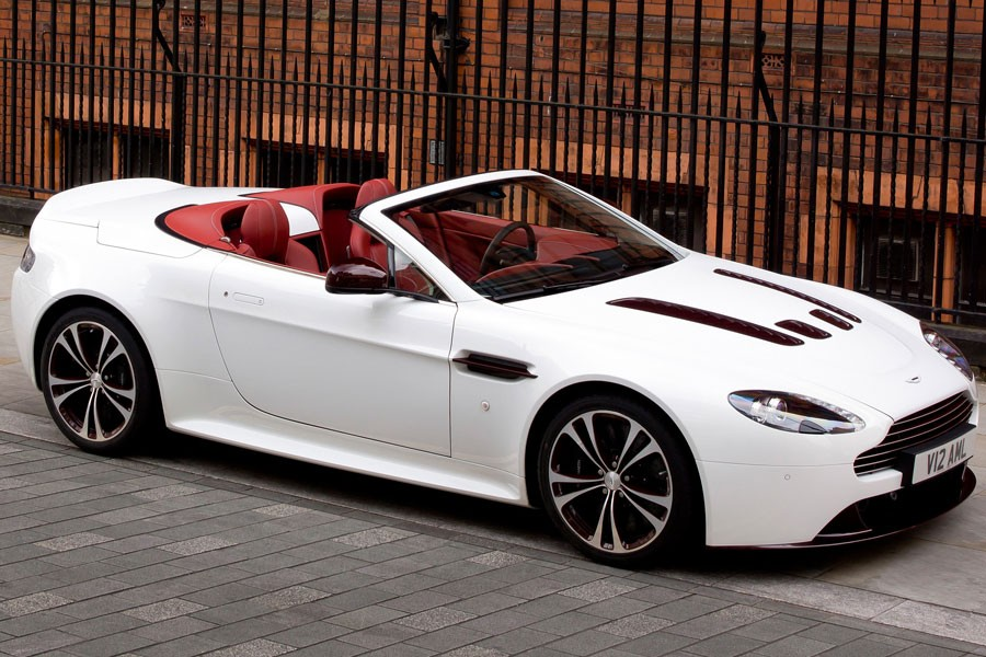 2018 Aston Martin V12 Vantage Roadster photo - 1