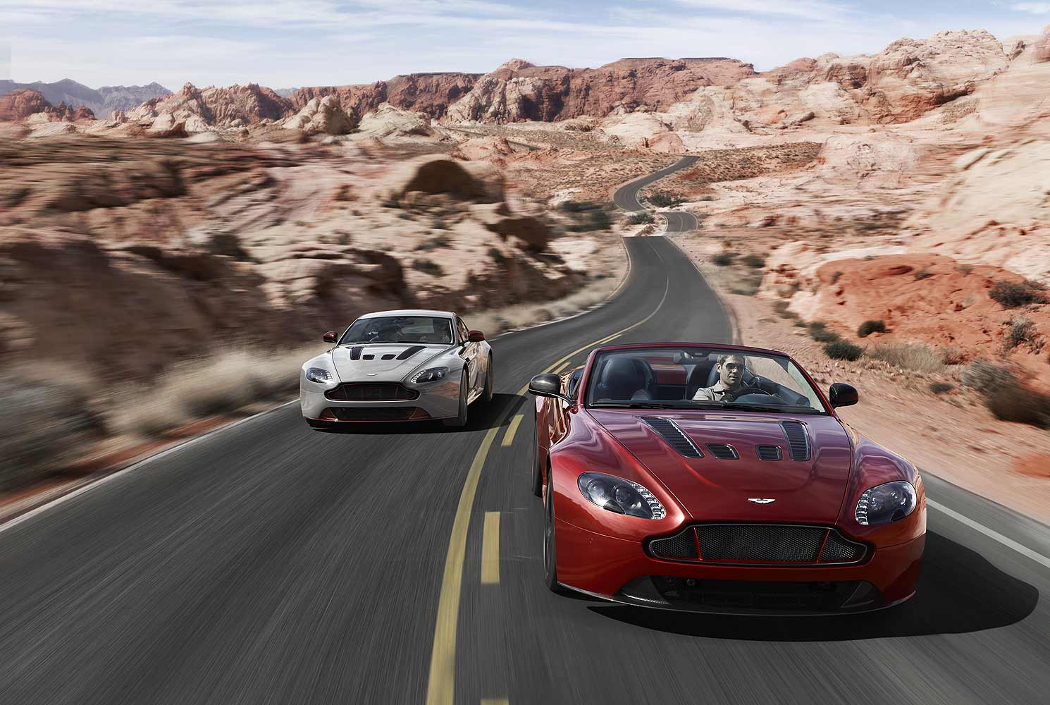 2018 Aston Martin V12 Vantage Roadster photo - 2