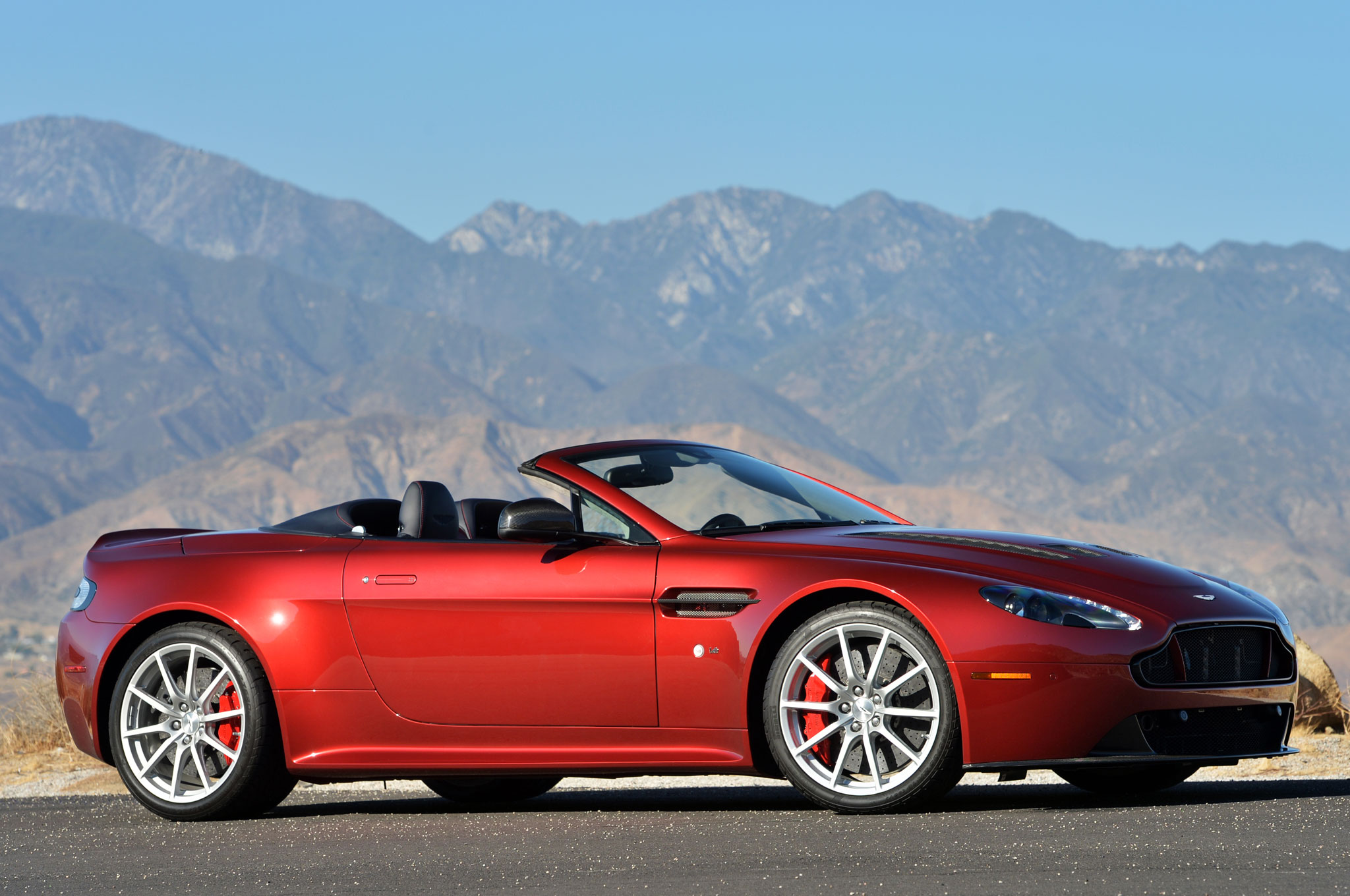 2018 Aston Martin V12 Vantage S Roadster photo - 5