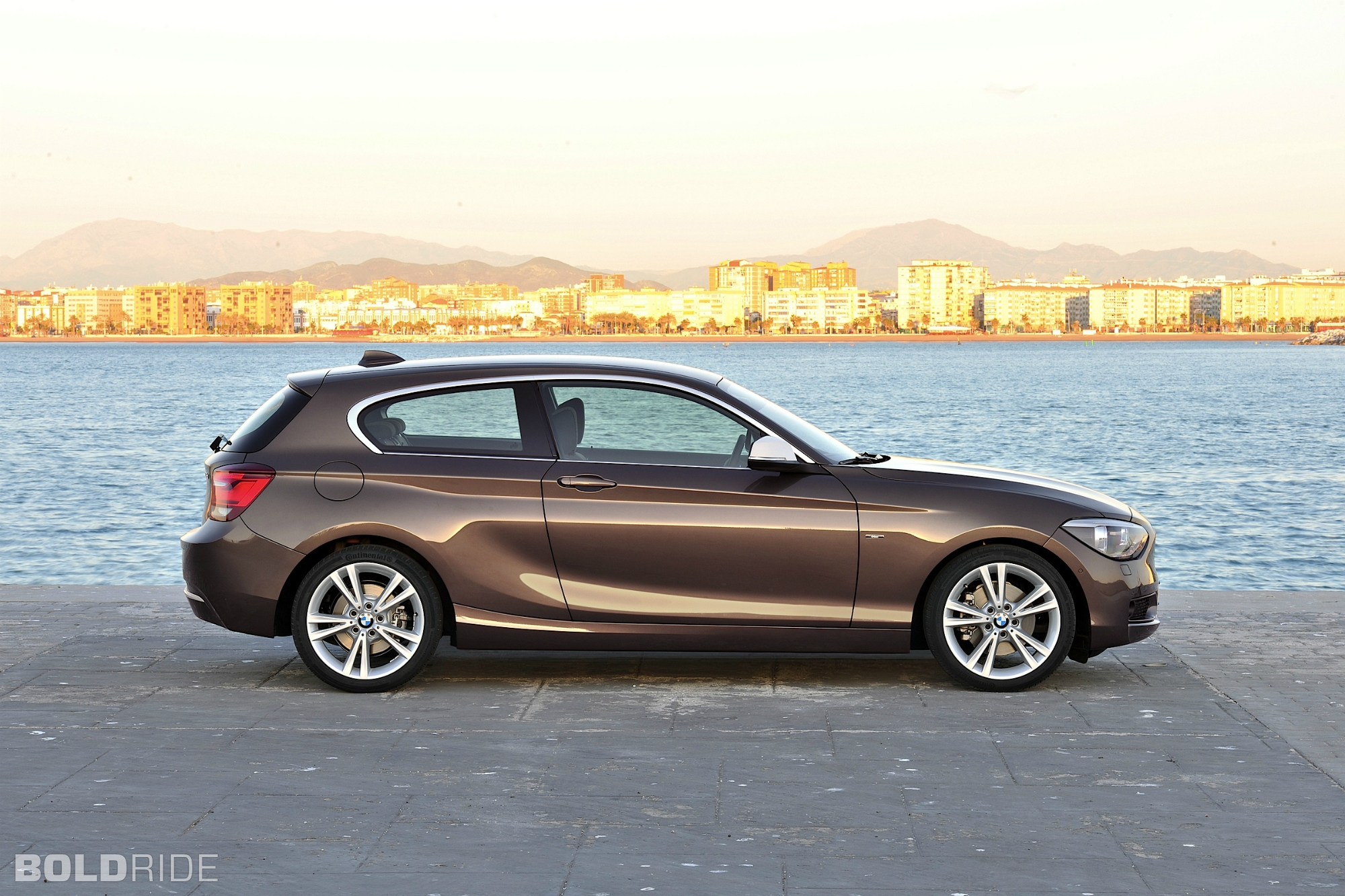 2018 BMW 1 Series 3 door photo - 5