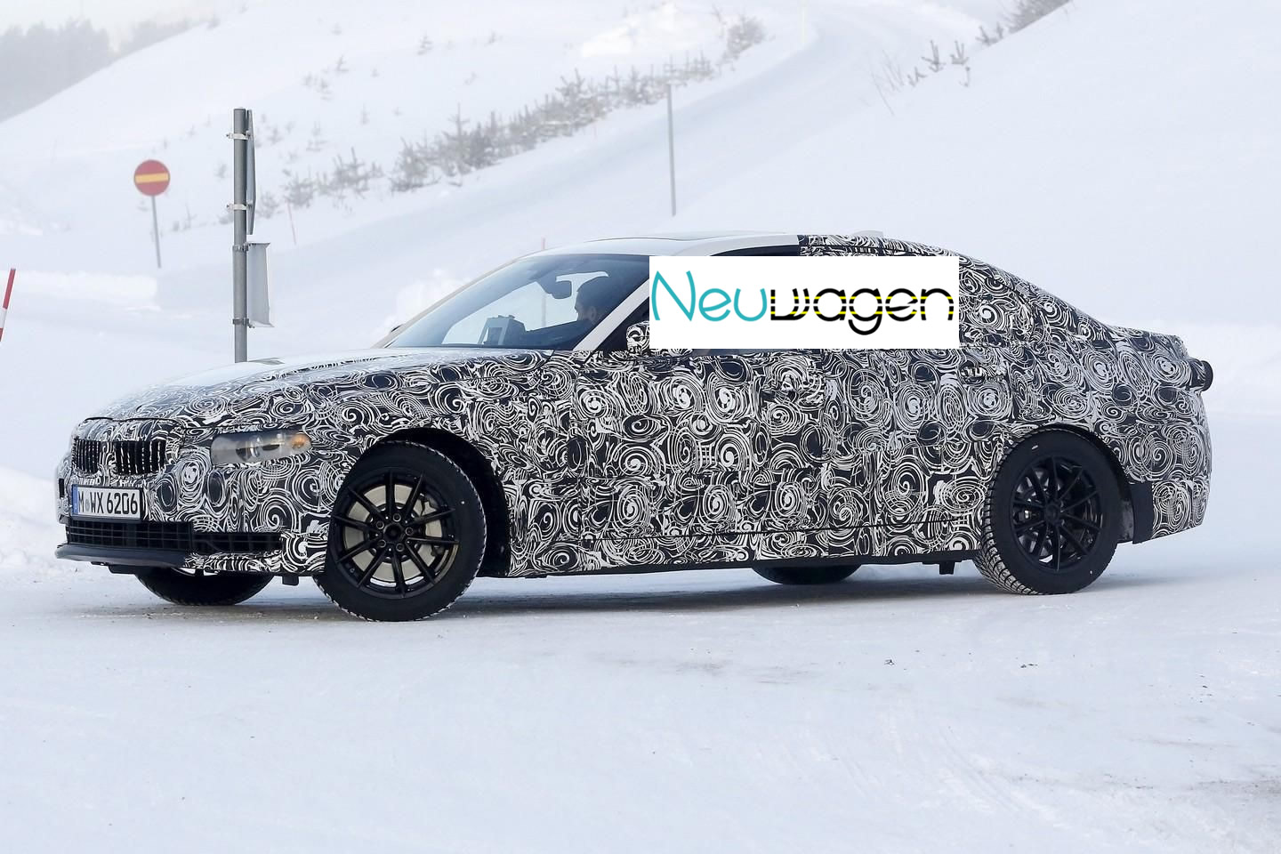 2018 BMW 3 Series Compact photo - 3