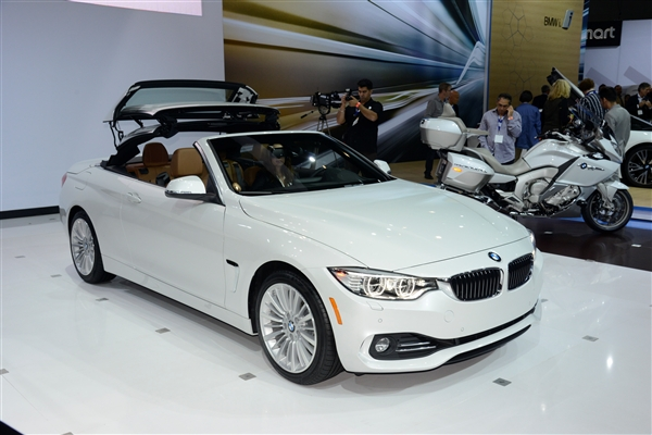2018 BMW 4 Series Convertible photo - 5