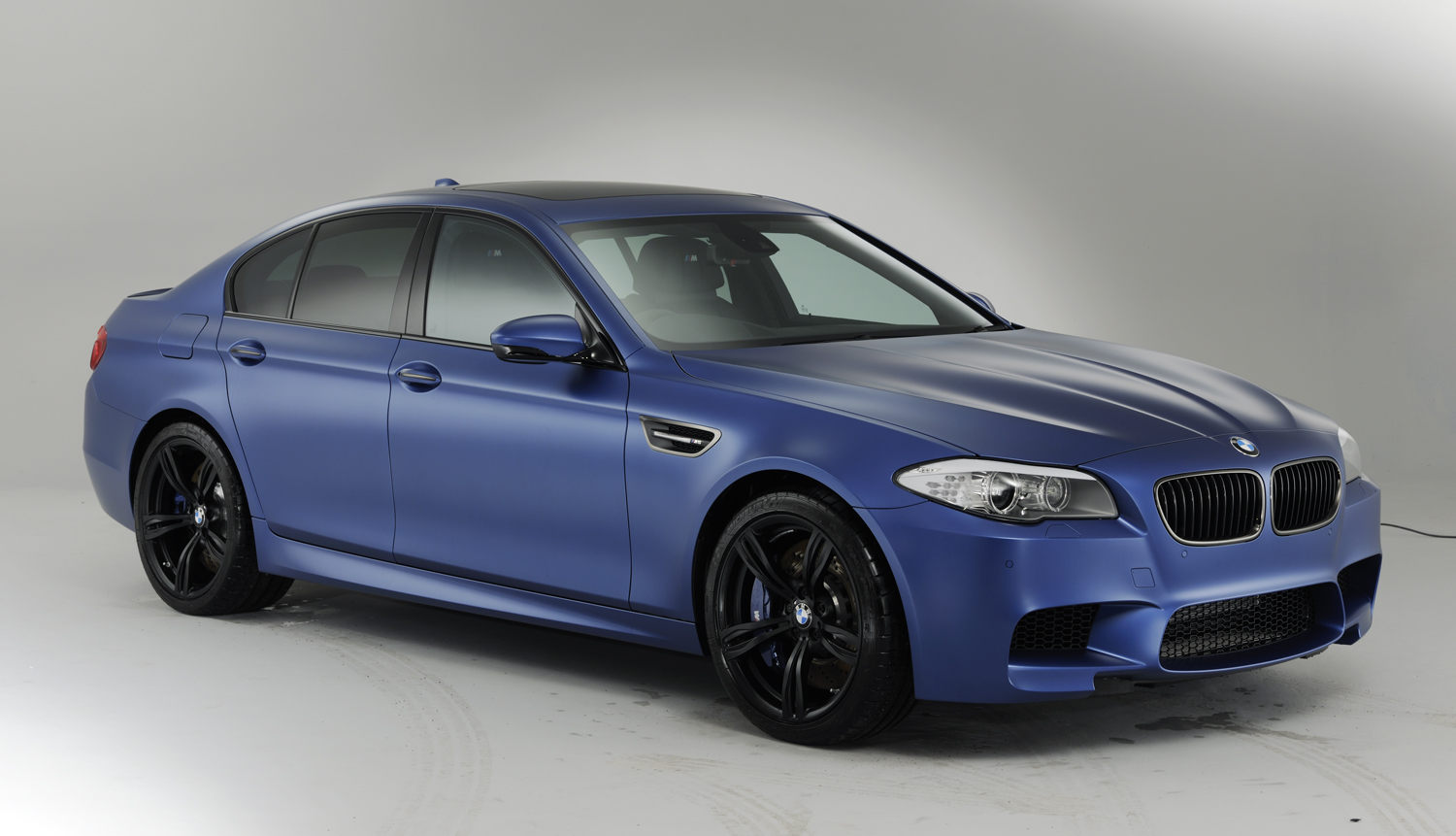 2018 BMW M5 UK Version photo - 3