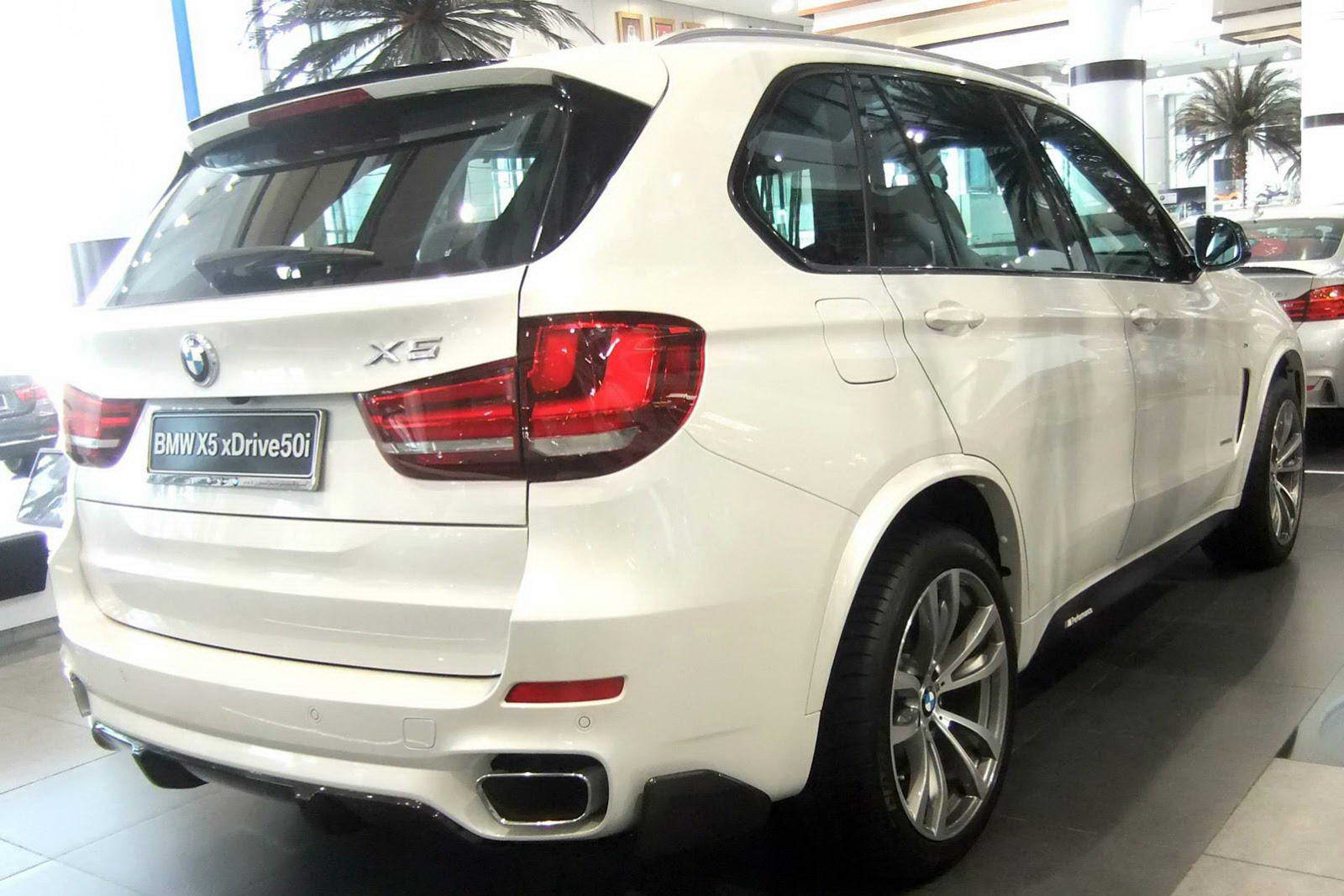 2018 BMW X5 with M Performance Parts photo - 2