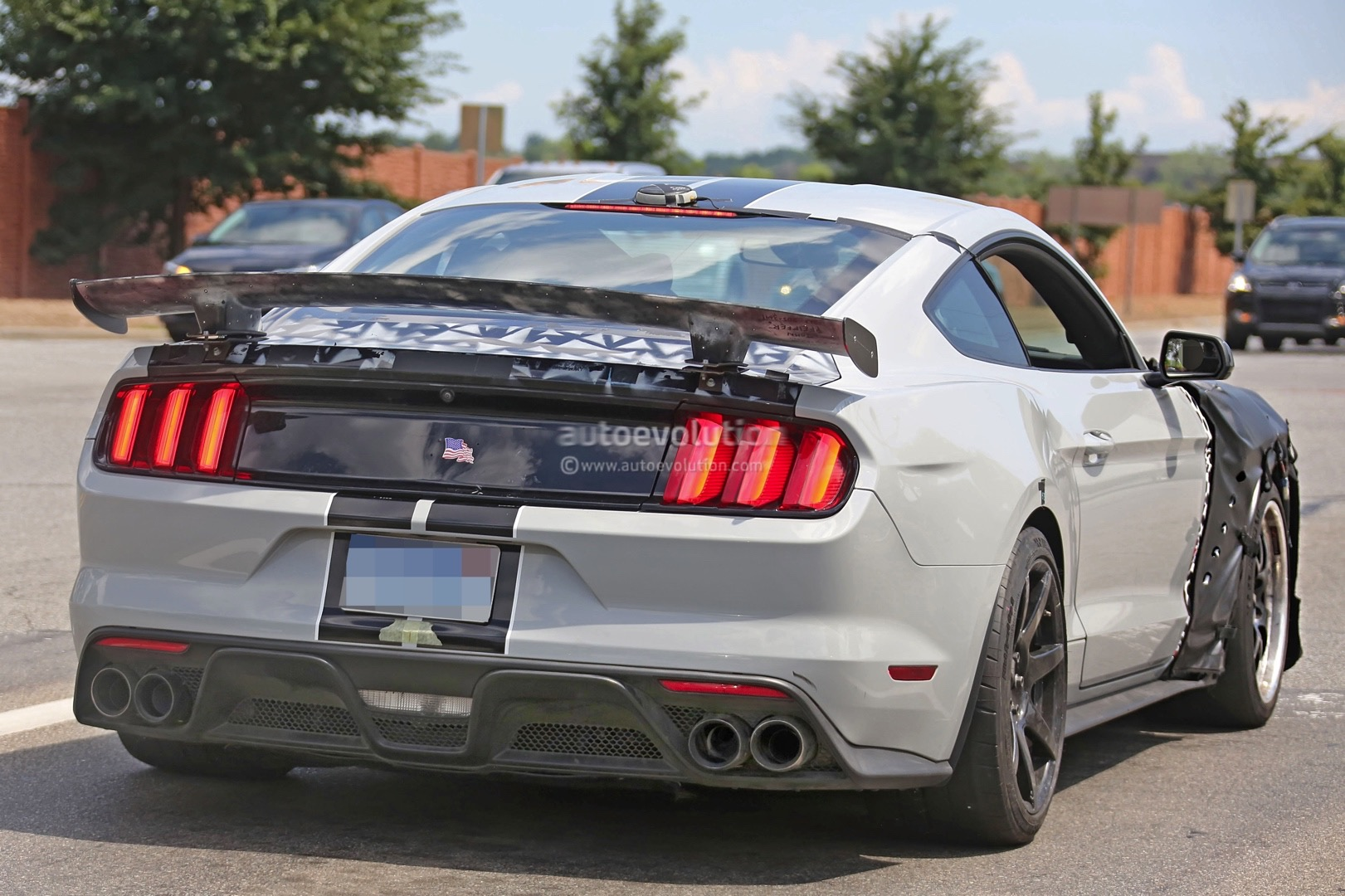 2018 Ford Mustang T 5 photo - 5