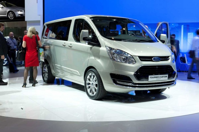 2018 Ford Tourneo Custom Concept photo - 4
