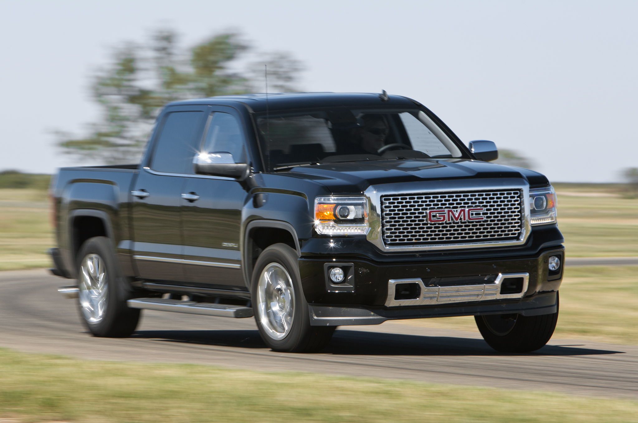 2018 GMC Sierra photo - 1