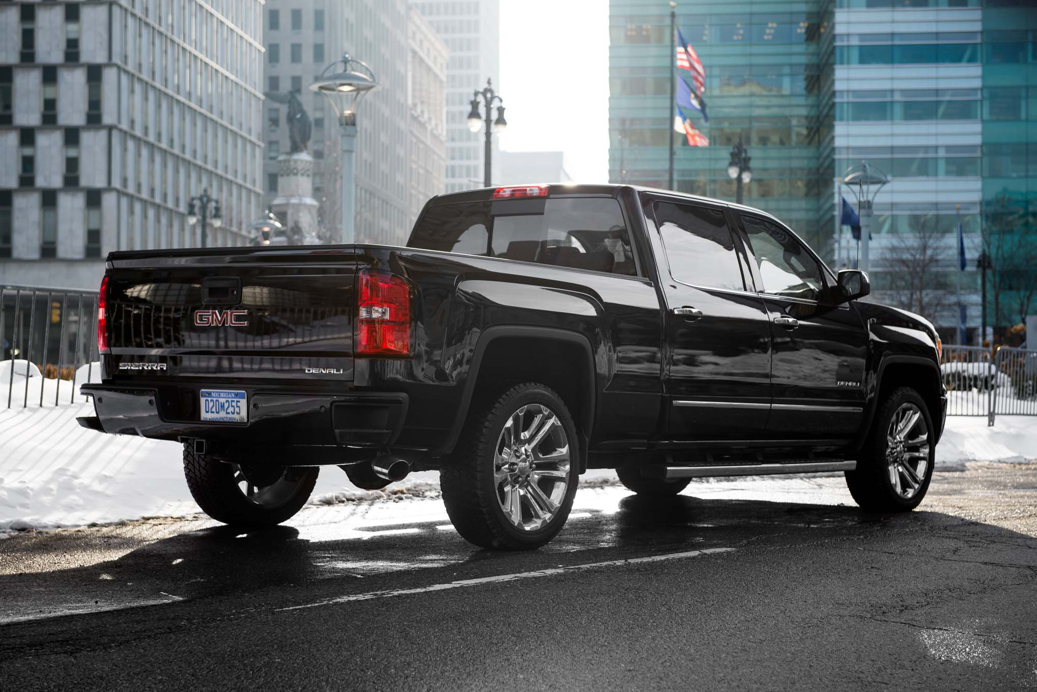2018 GMC Sierra Denali 1500 Crew Cab photo - 5