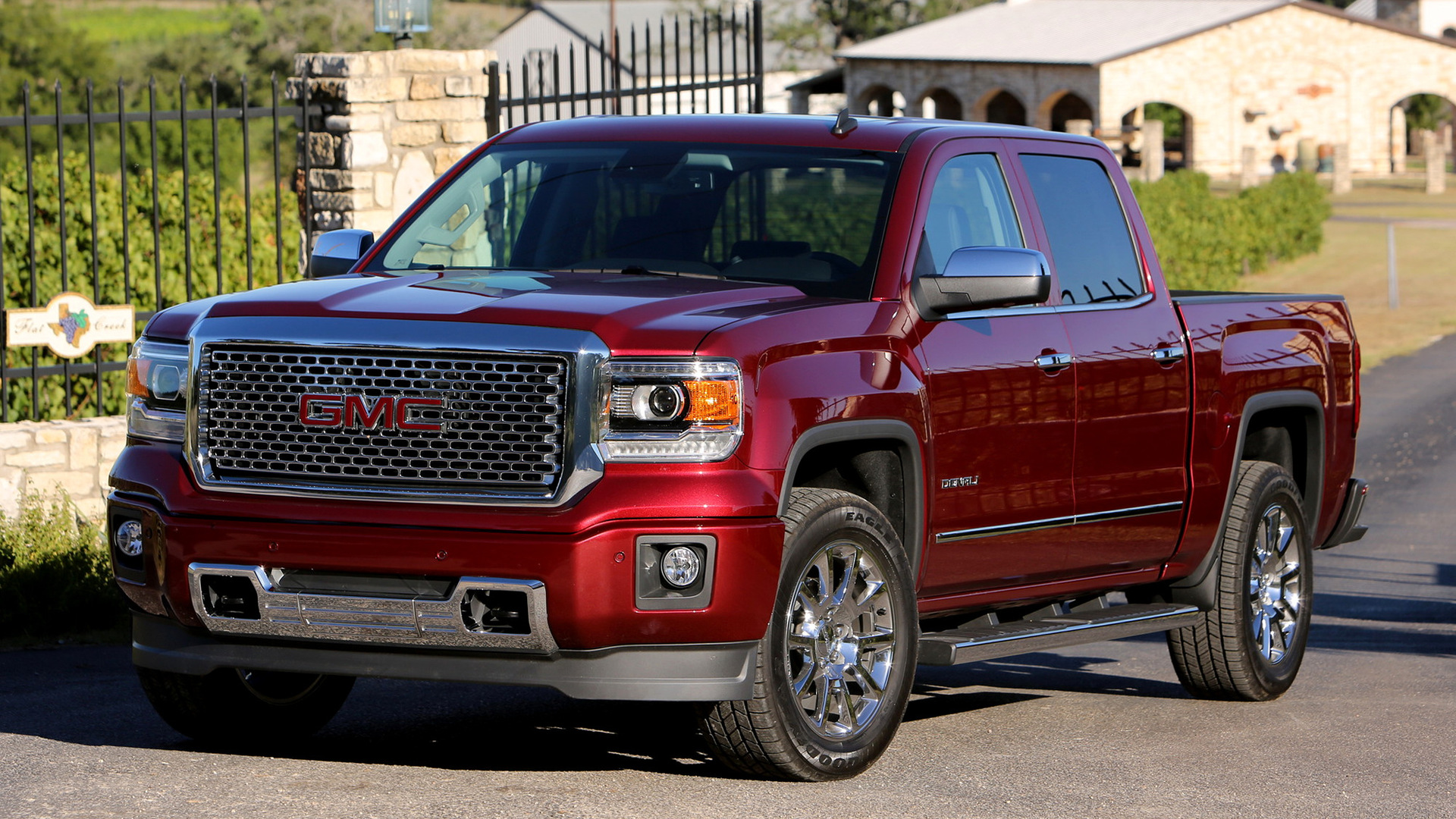 2018 GMC Sierra HD photo - 2