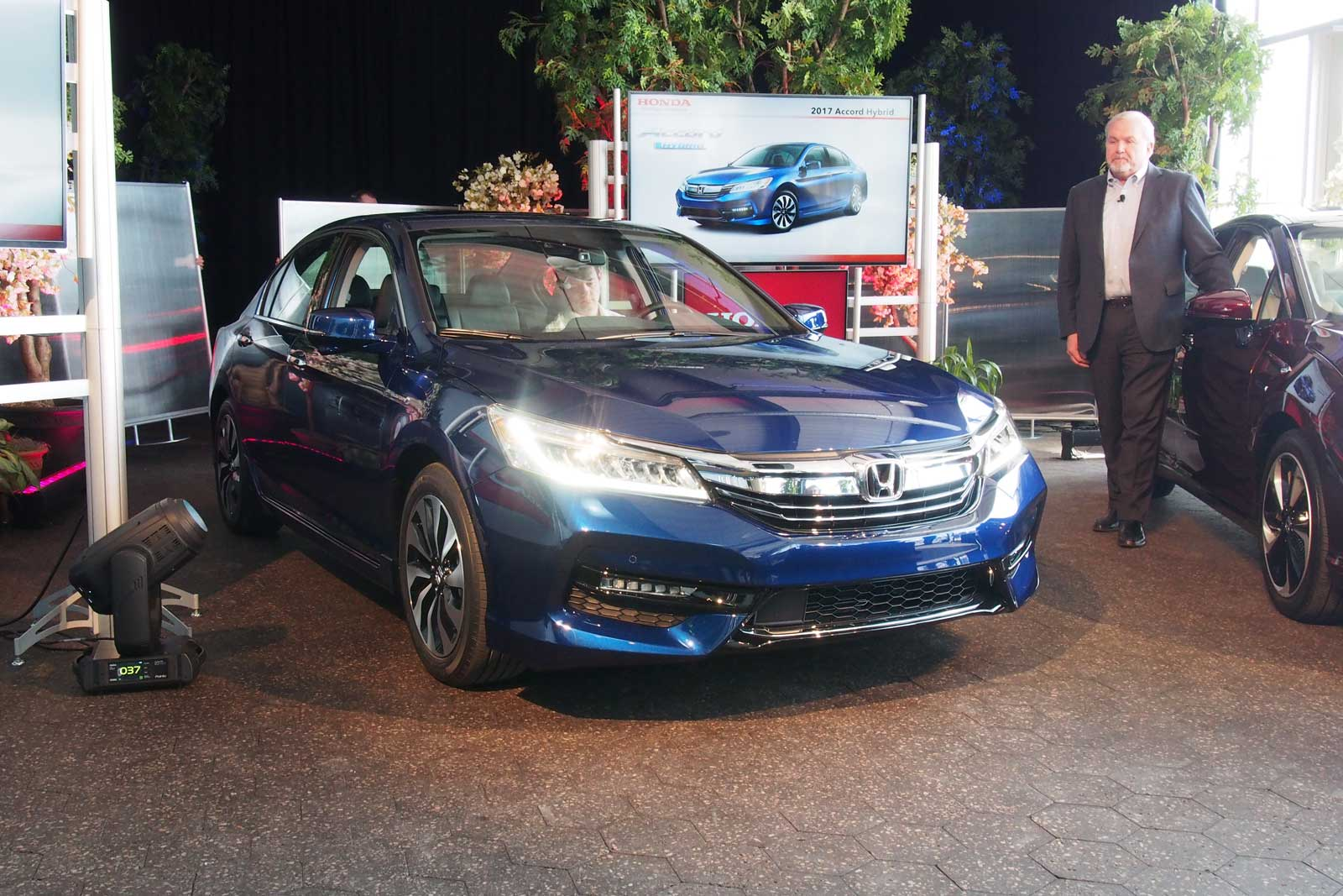 2018 Honda Accord Hybrid photo - 1