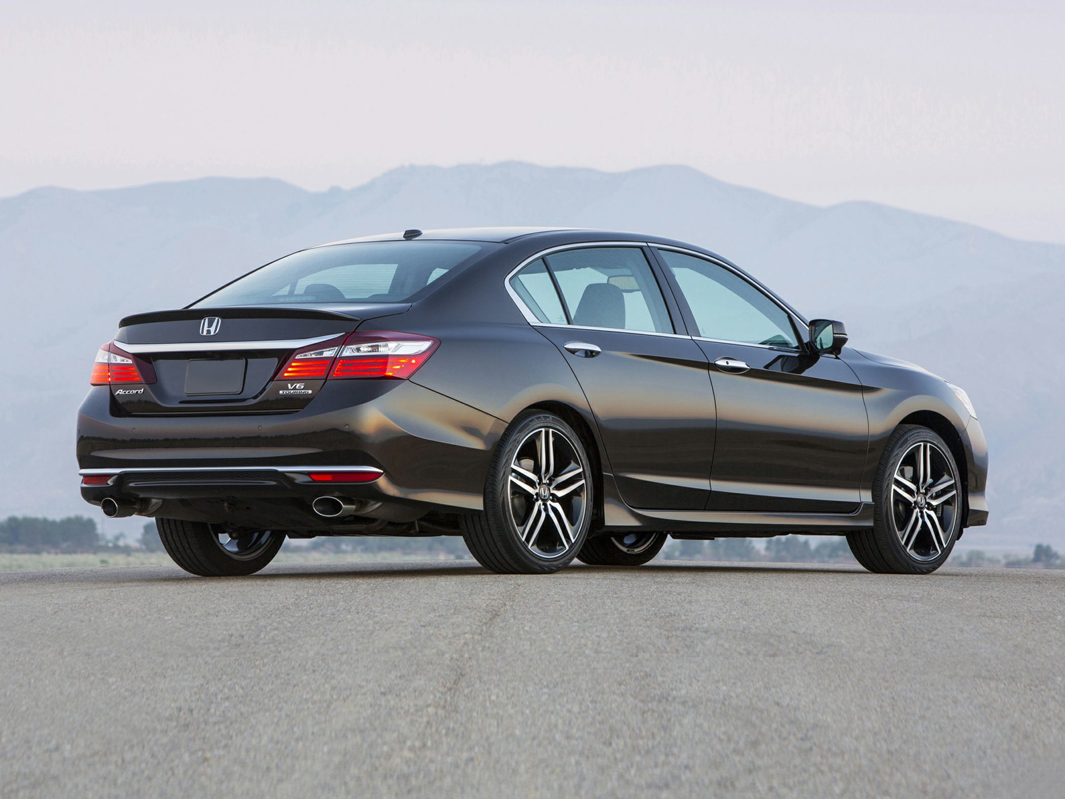 2018 Honda Accord Sedan photo - 1