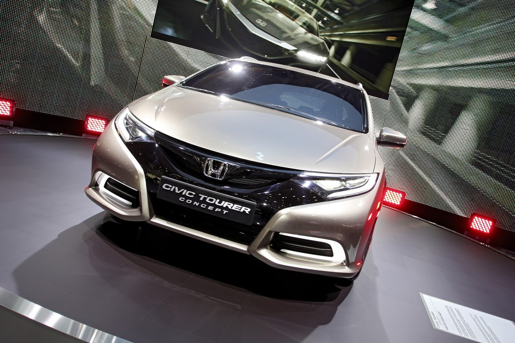 2018 Honda Civic Tourer Concept photo - 3