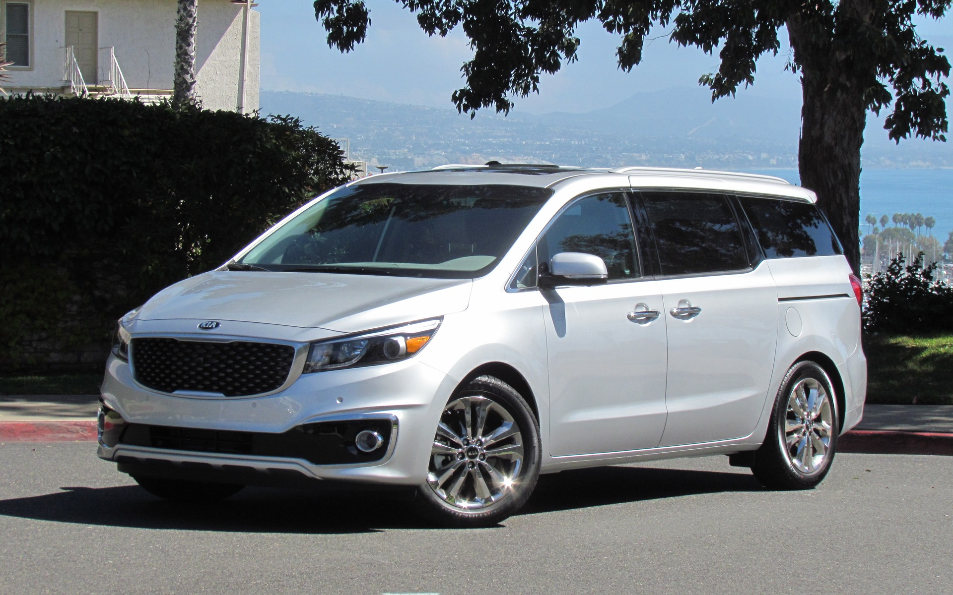 2018 Kia Sedona photo - 3