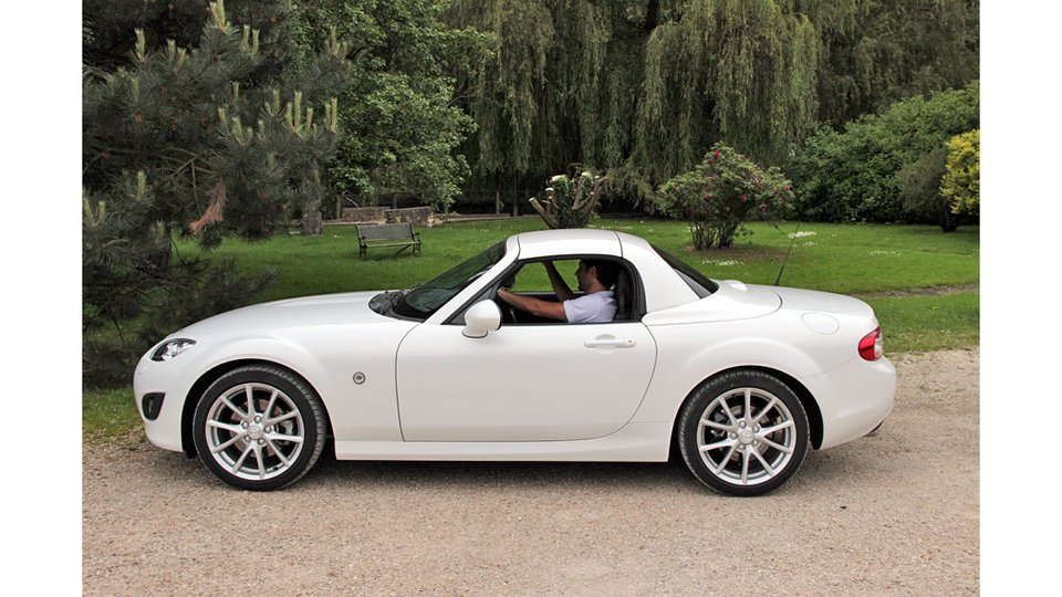 2018 mazda mx 5 roadster coupe car photos catalog 2018. Black Bedroom Furniture Sets. Home Design Ideas