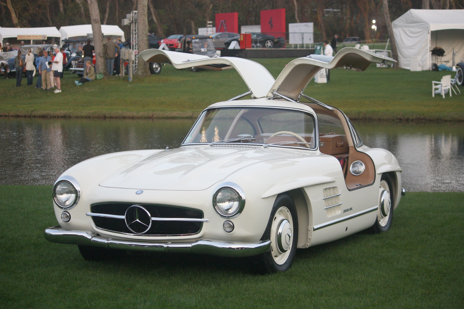 2018 Mercedes Benz 300 SL photo - 3