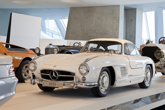 2018 Mercedes Benz 300 SL Gullwing photo - 1