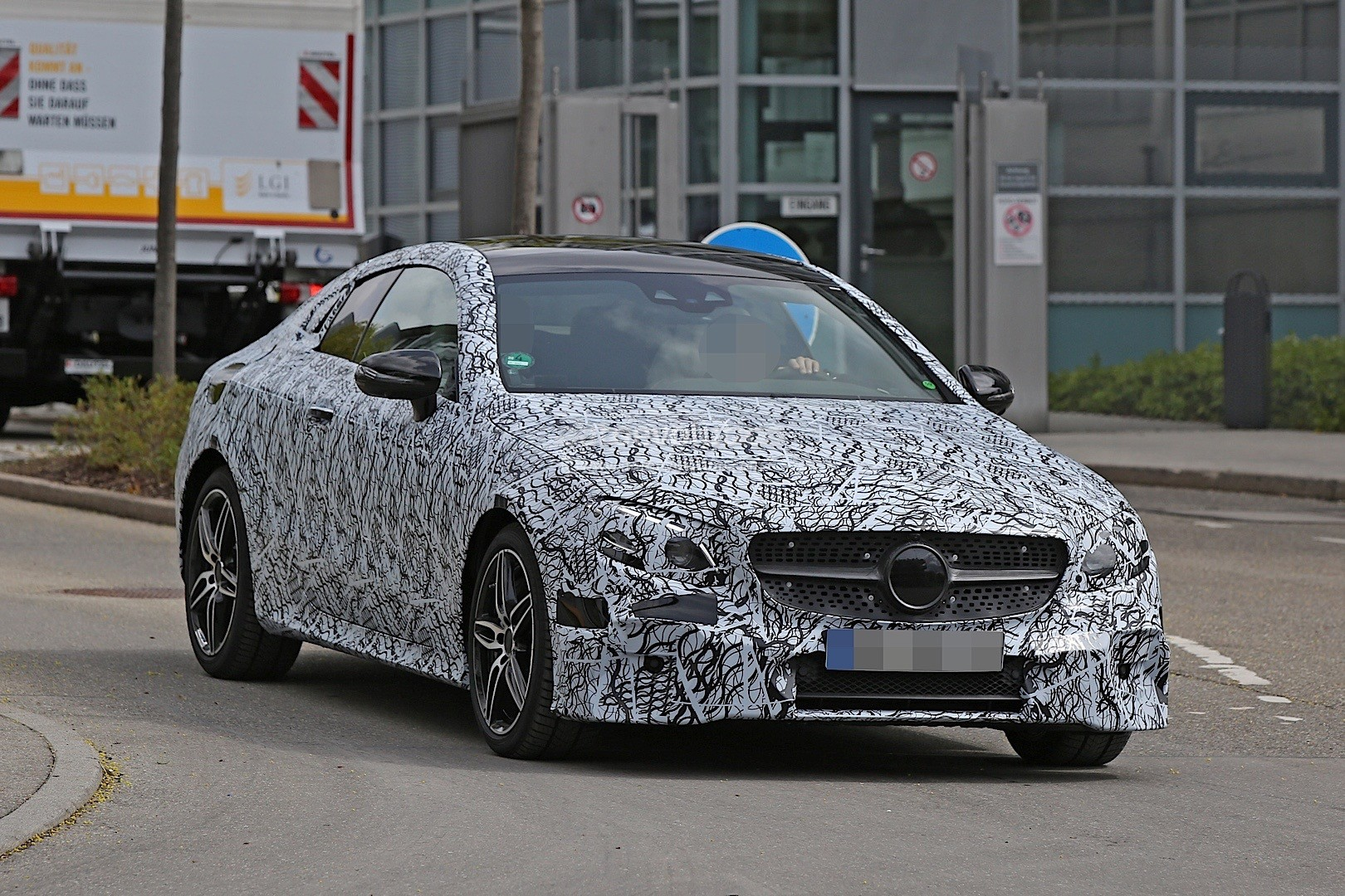 2018 Mercedes Benz C Class Coupe photo - 3