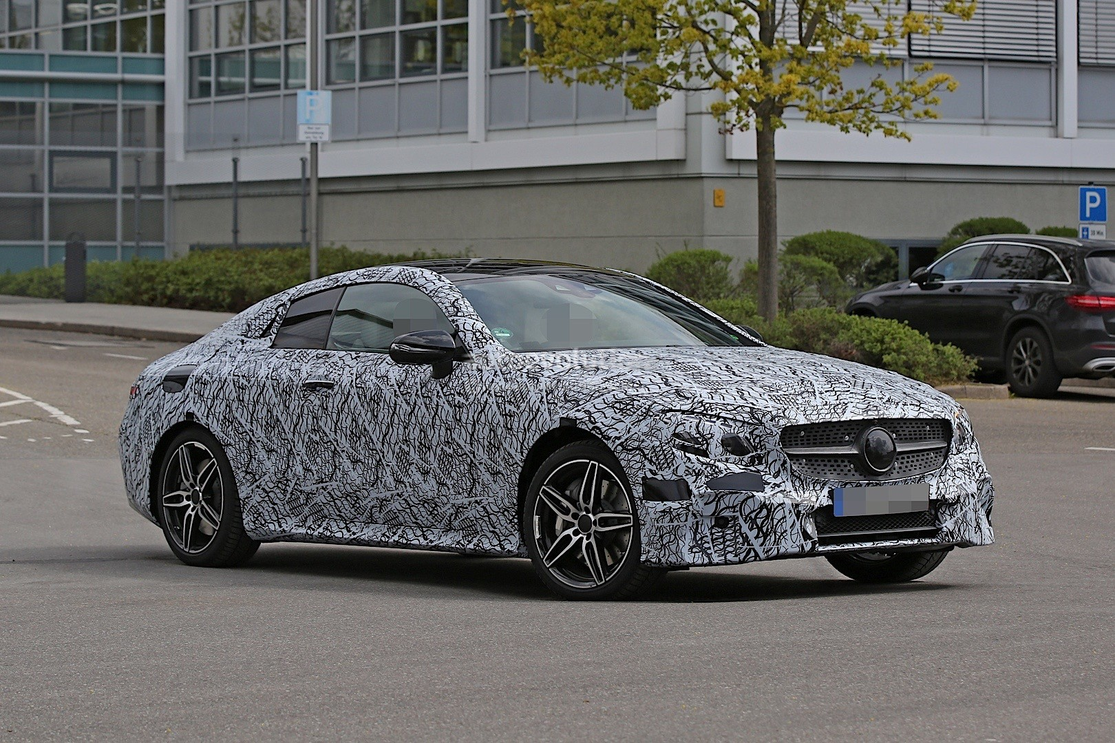 2018 Mercedes Benz E Class photo - 4