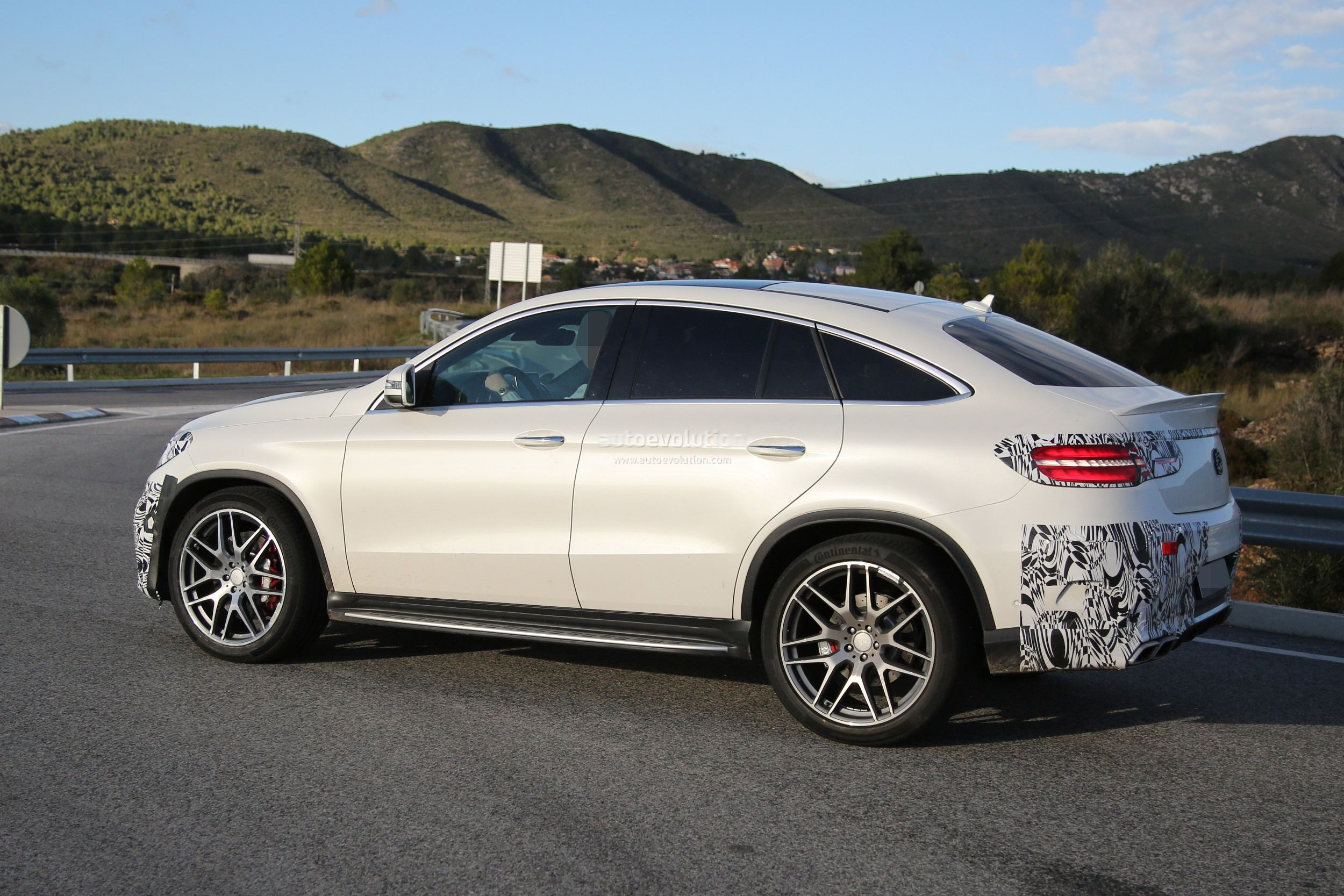 2018 Mercedes Benz GLE Coupe photo - 3