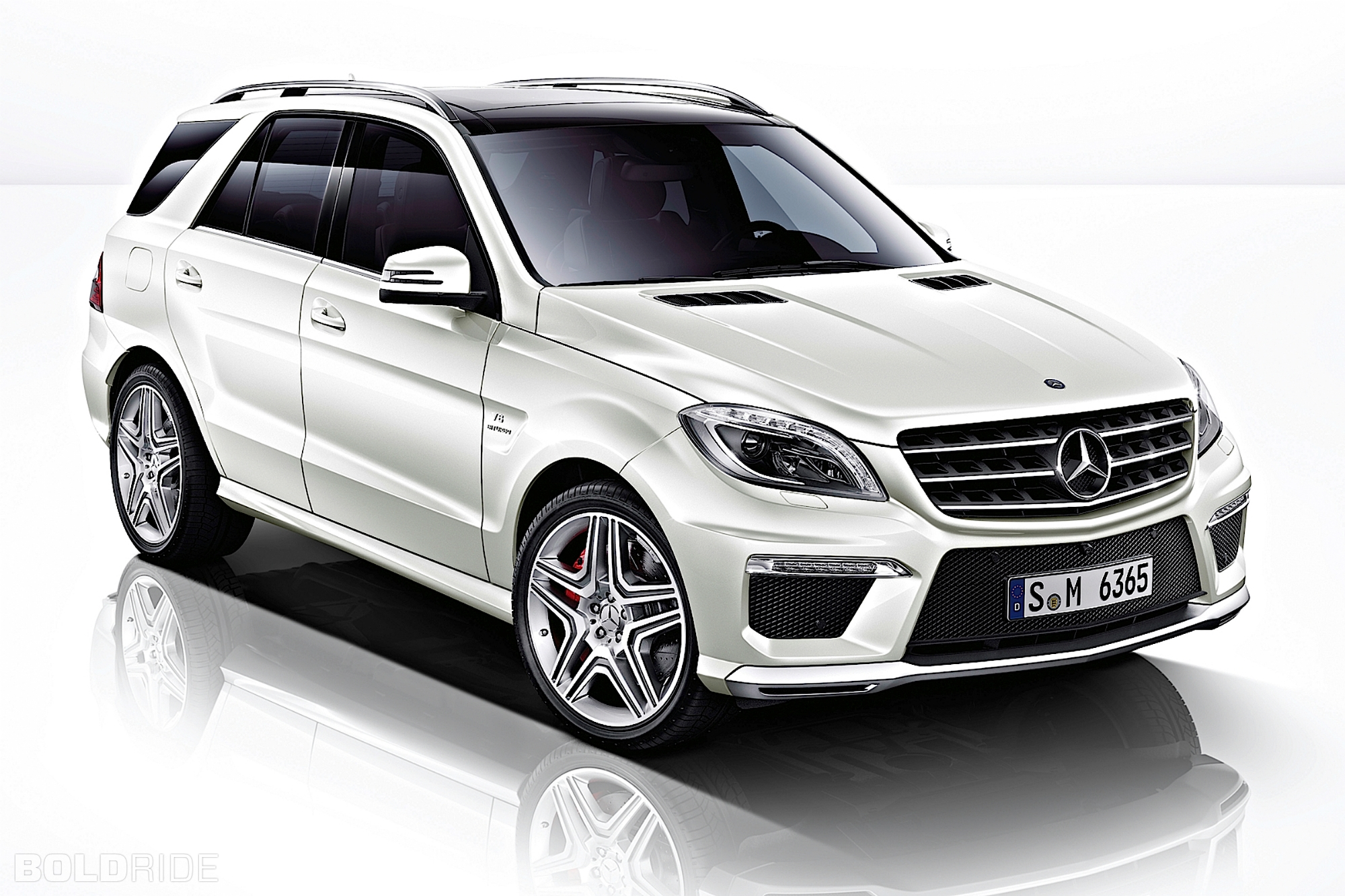2018 mercedes benz ml63 amg car photos catalog 2018. Black Bedroom Furniture Sets. Home Design Ideas