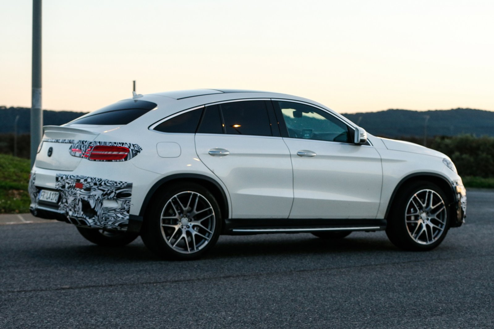 2018 Mercedes Benz S63 AMG Coupe photo - 1