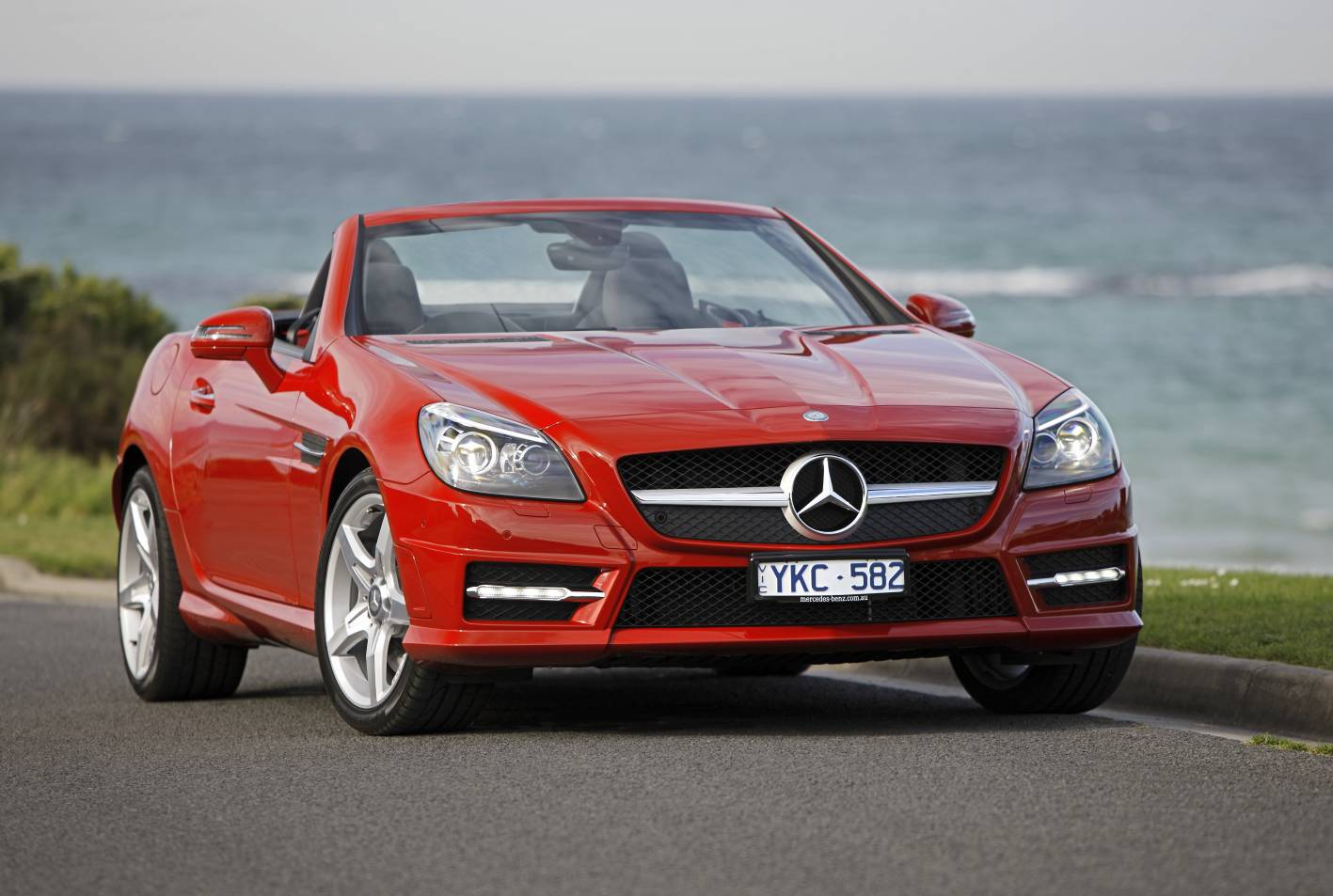 2018 Mercedes Benz SLK320 photo - 3