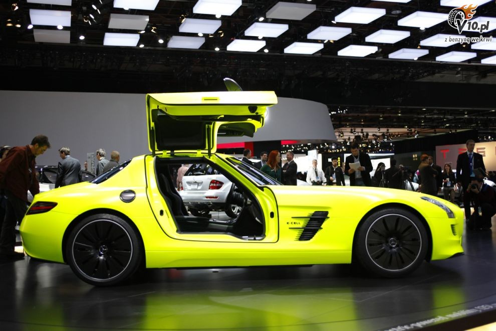2018 Mercedes Benz SLS AMG E Cell Concept photo - 5
