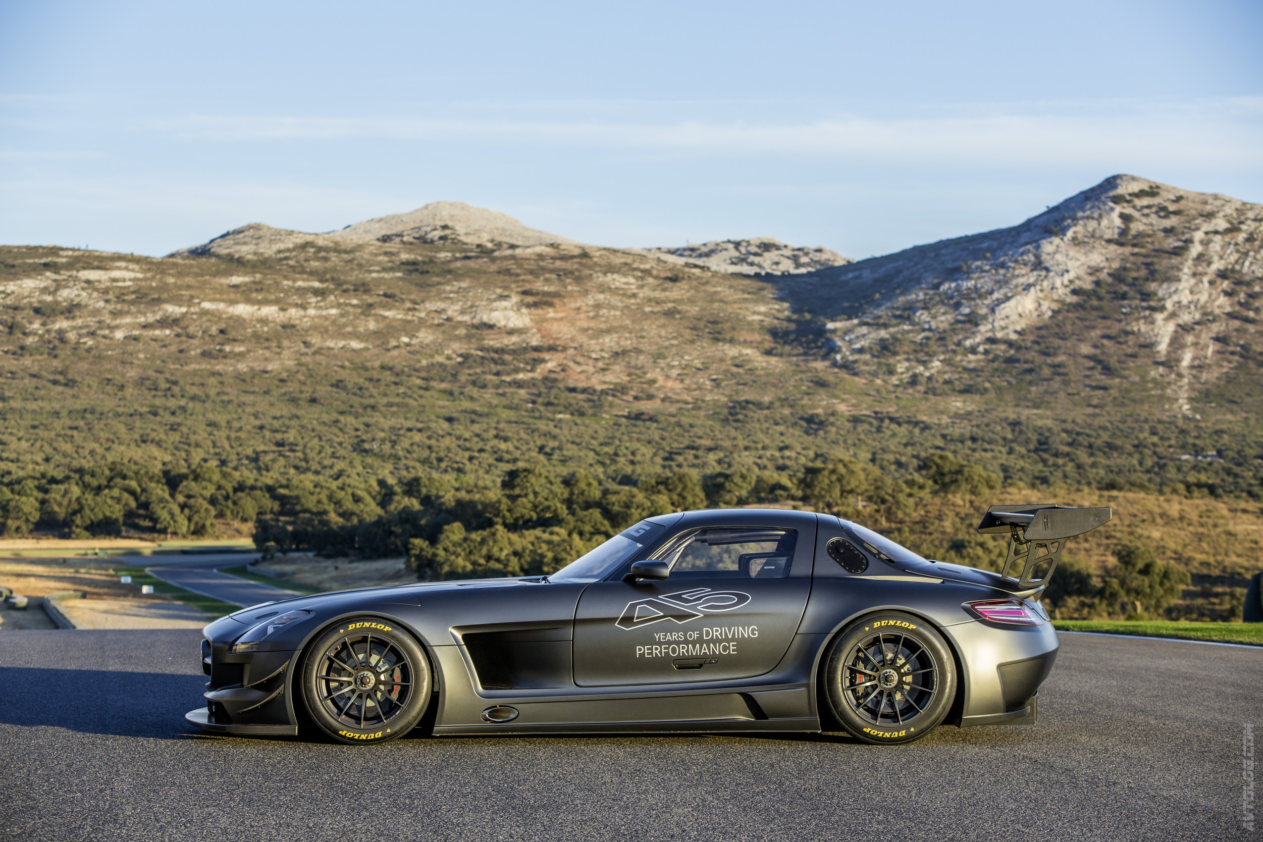 2018 Mercedes Benz SLS AMG GT photo - 3