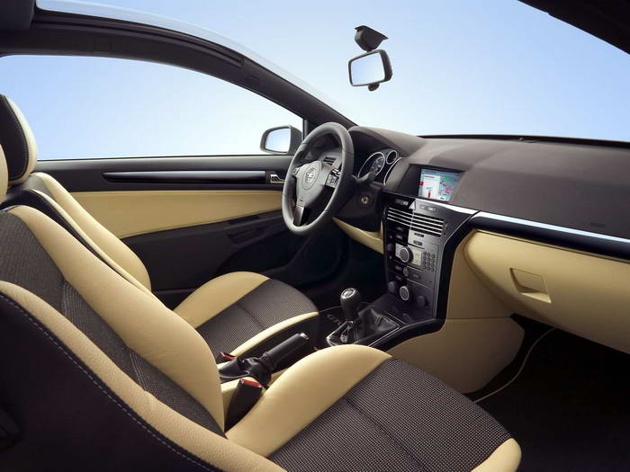 2018 Opel Astra GTC with Panoramic Roof photo - 1