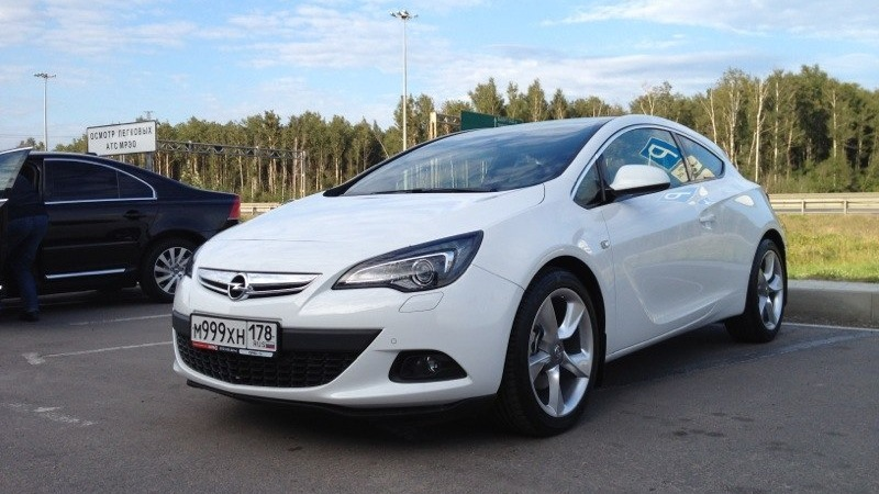 2018 Opel Astra GTC with Panoramic Roof photo - 2