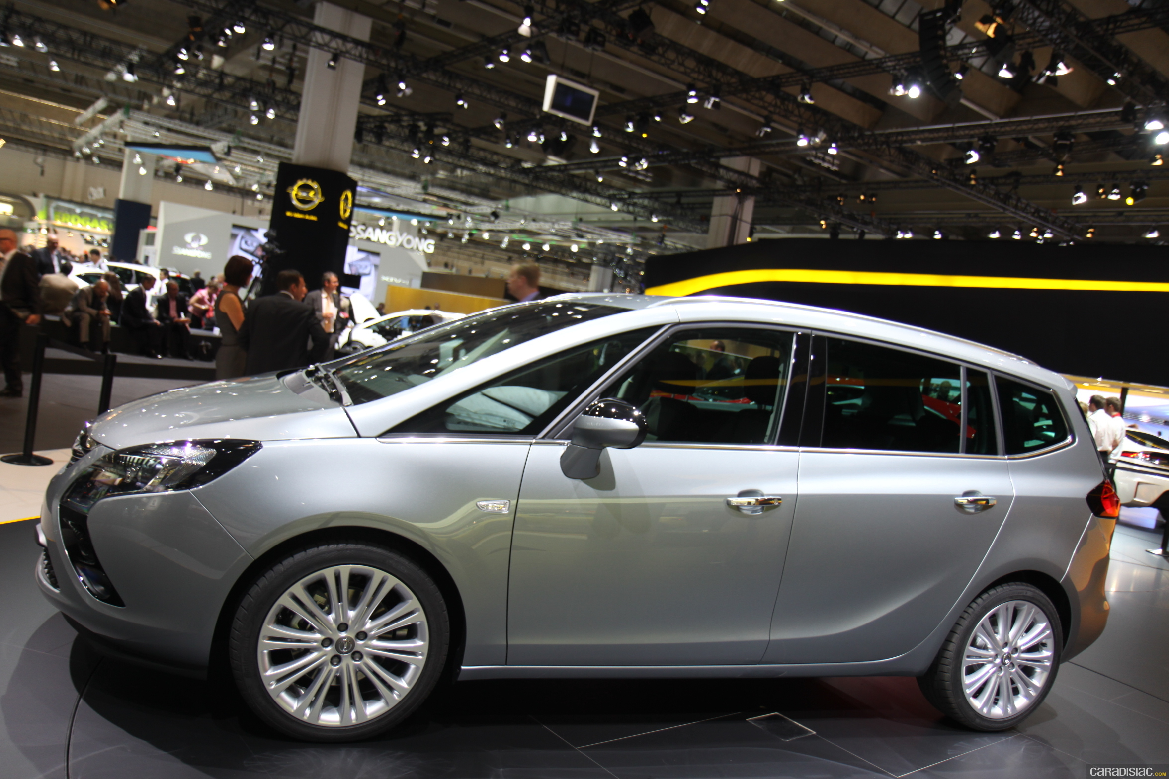2018 Opel Zafira Tourer Concept photo - 5
