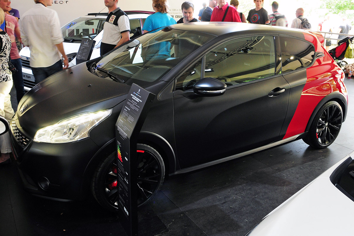 2018 Peugeot 208 GTi 30th Anniversary Edition photo - 3