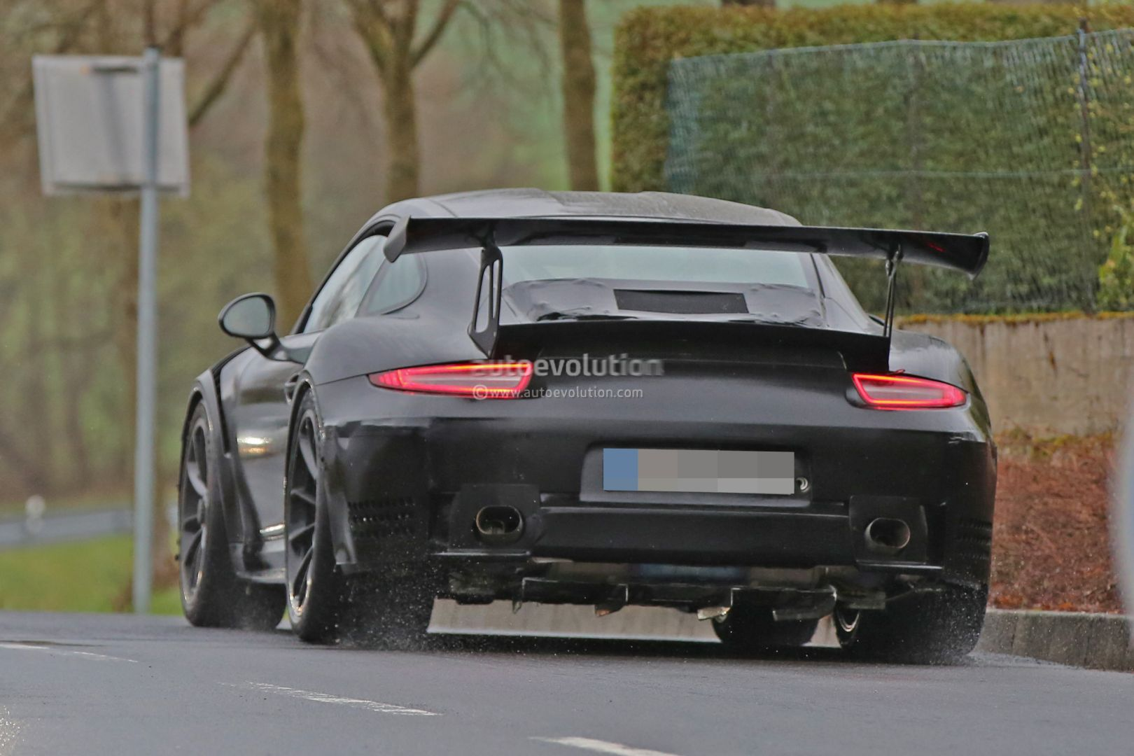 2018 Porsche 911 GT3 RS 4.0 is out testing what appears to be a more ...