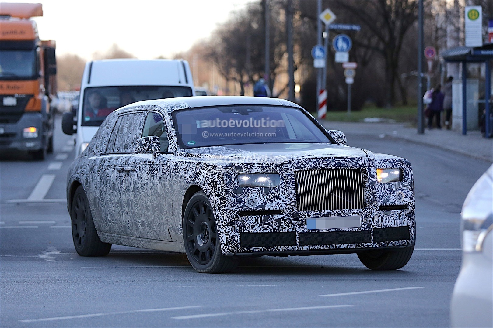 2018 Rolls Royce Phantom Silver photo - 3